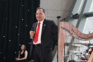 Subhash C. Singhal at the SOFC banquet.